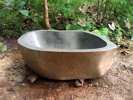 Faites entrer des mat riaux naturels dans votre salle de bains for Vasque exterieur pierre